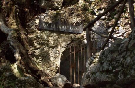 Eremo delle carceri - grotta Frate Leone